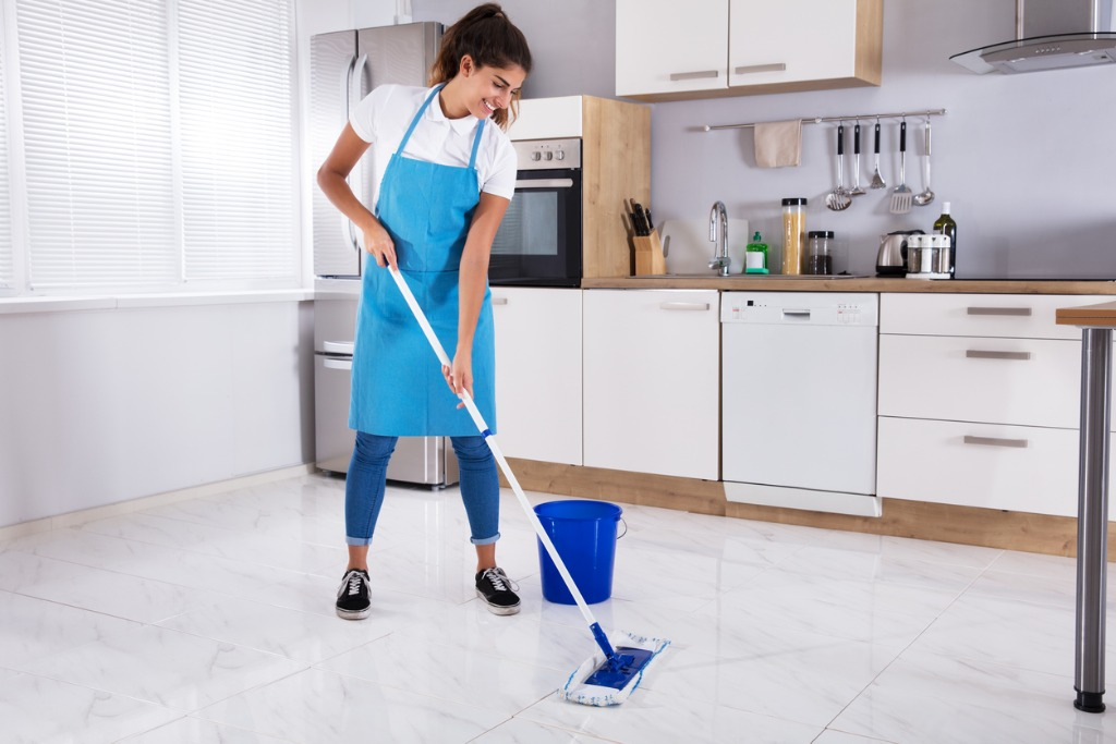 how much do handy cleaners make